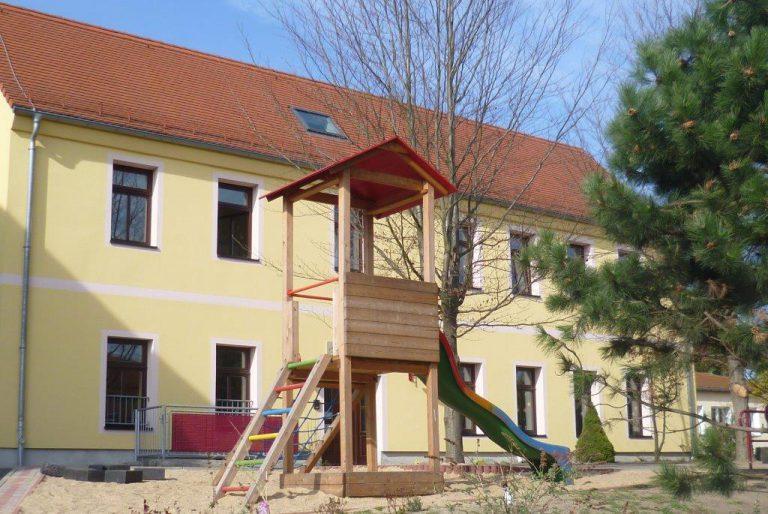 Kinderhaus-Aussengelaende-1